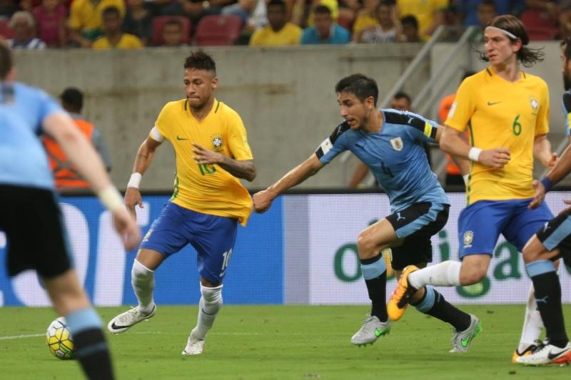f5435e8f58 Brasil abre 2 a 0