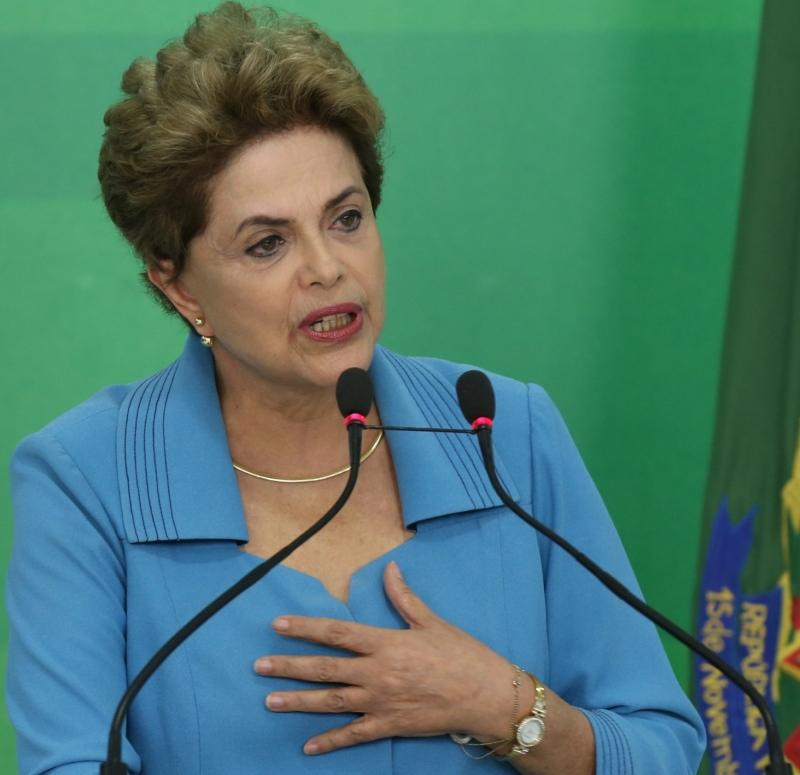 f7f57a06806de Vaquinha' para viagens de Dilma estreia com doação de R$ 10