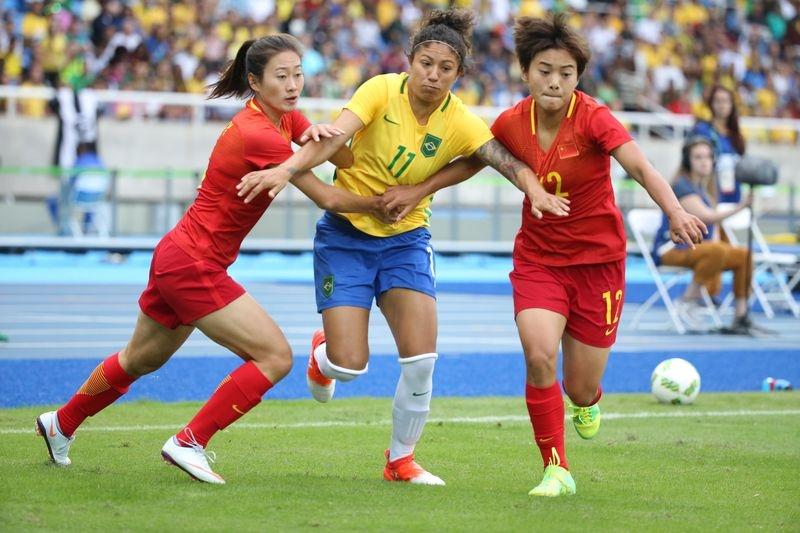 2347e8c73b5c9 Brasileiras passam fácil pela China na estreia