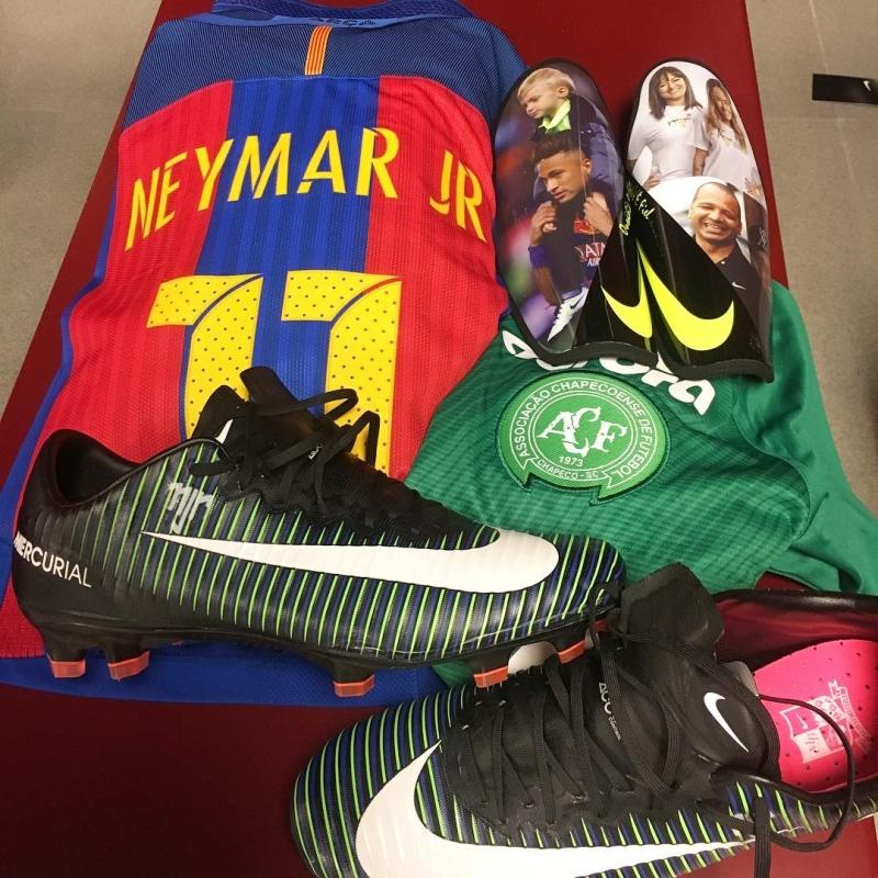 1e2d2608c1876 Neymar faz homenagem à Chape em clássico entre Barcelona e Real Madrid