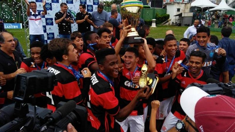 64d9b28e35b41 Flamengo vence Palmeiras e conquista bicampeonato da Copa do Brasil sub-15
