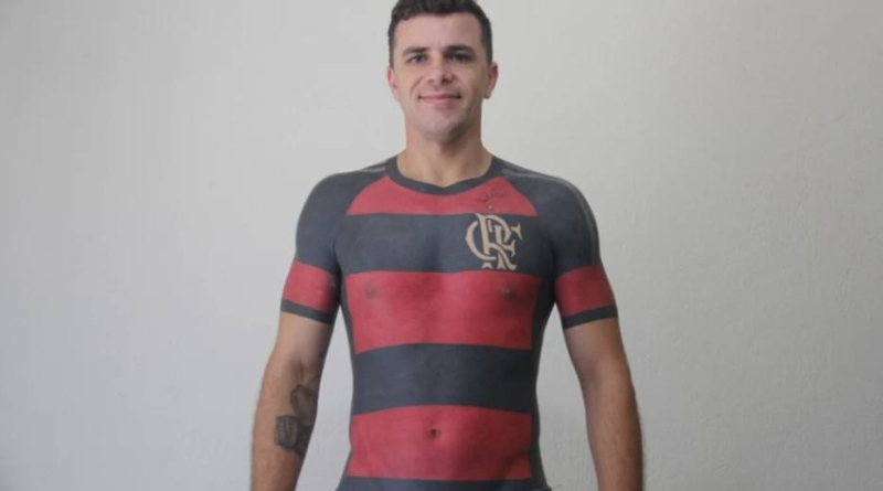 Torcedor do Flamengo apresenta tatuagem 2ca944970a6