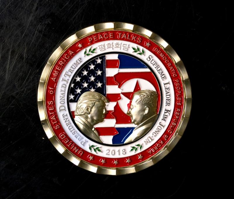 b8040c830f Trump é ridicularizado por moeda que celebra encontro incerto com ...