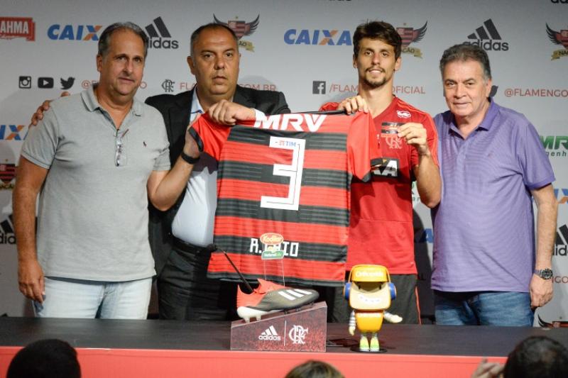 Rodrigo Caio encara a transferência para o Fla como oportunidade de ... 689fd2c4b46b5