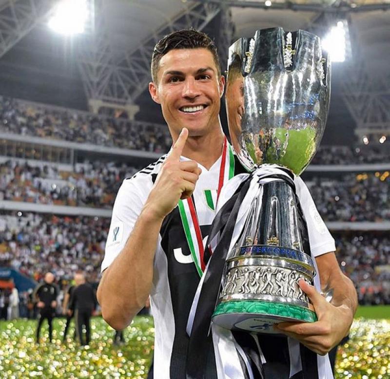 Cristiano Ronaldo marca contra o Milan na final da Supercopa e ... 8283af193fb78