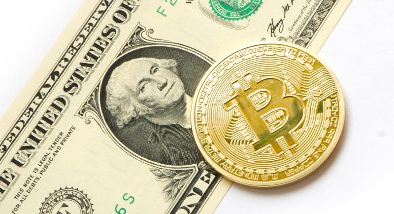 851a564186 Dólar atinge R  4 pela primeira vez em 30 meses