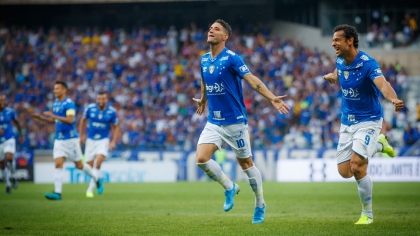 Thiago Neves e Fred comemoram gol do Cruzeiro