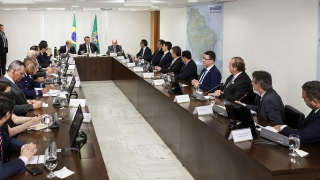 Integrantes do Consórcio Interestadual da Amazônia Legal em reunião com o presidente Jair Bolsonaro