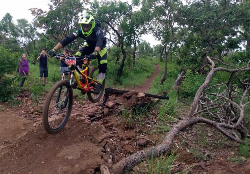 Ciclistas se aventuram nas descidas da Serra do Carmo no 2º Toca Enduro Fest - Jornal do Tocantins