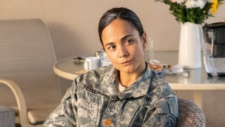 Alice Braga em We Are Who We Are